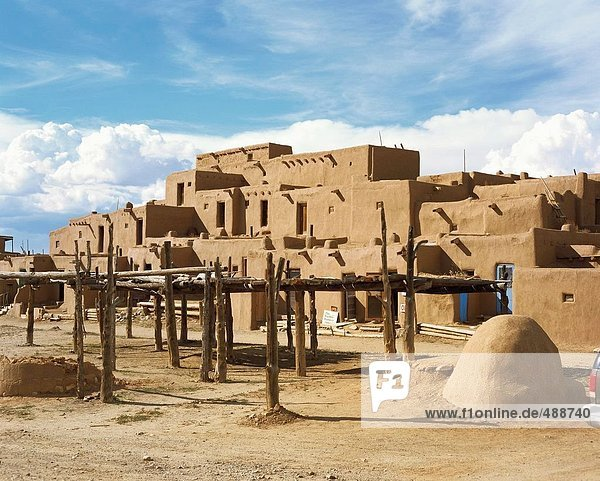 10653582  architecture  houses  homes  Indians  Indian's village  mucky houses  Native Americans  New Mexico  Pueblo  Taos cit