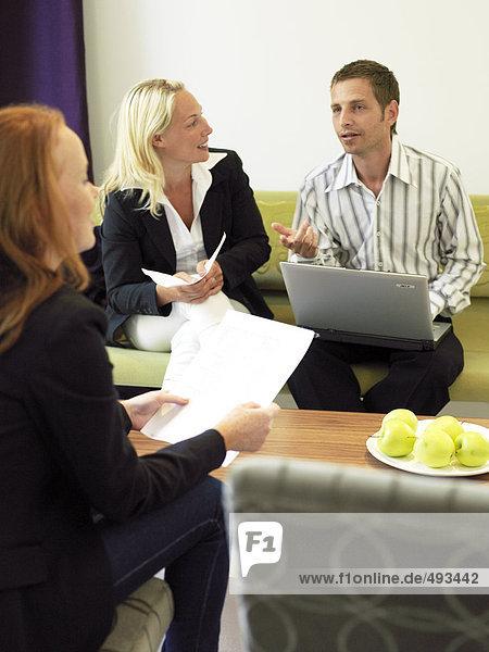 Ein Treffen in einem Büro.