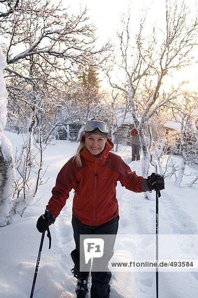 Portrait eines weiblichen Skifahrers.