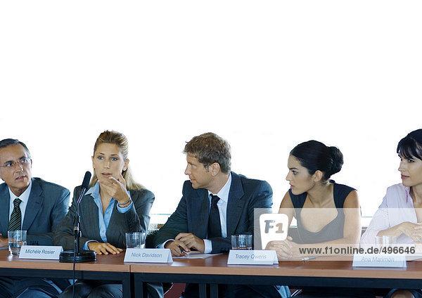 Geschäftsleute in der Ausschusssitzung