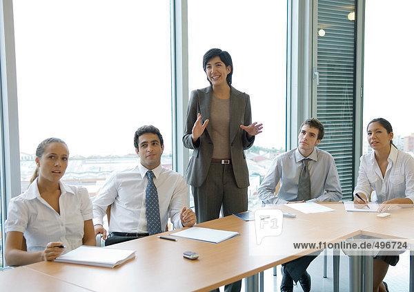 Geschäftskollegen  die sich treffen