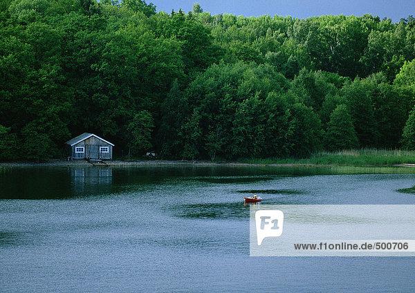 Finnland  Hütte am Seeufer