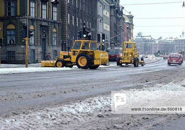 Schweden  Stockholm  Schneepflüge in der Straße
