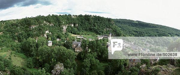 Frankreich  Dorf  erhöhter Blick  Panoramablick