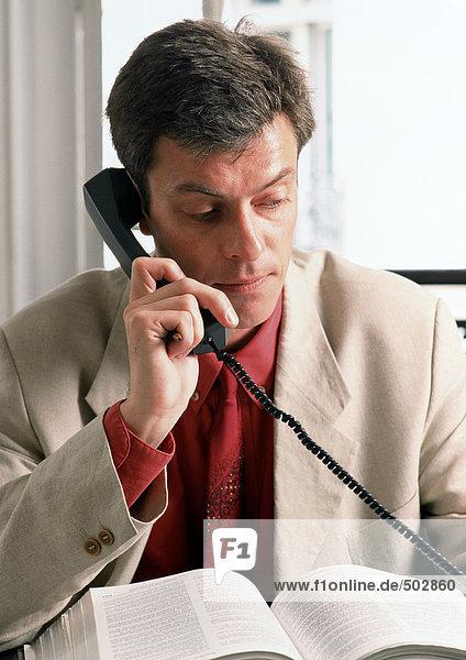 Mann am Telefon  Portrait