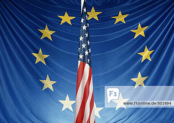 Europäische und amerikanische Flaggen