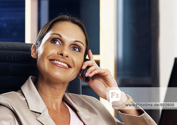 Frau telefoniert  Porträt