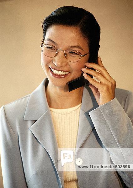 Geschäftsfrau am Telefon  Porträt
