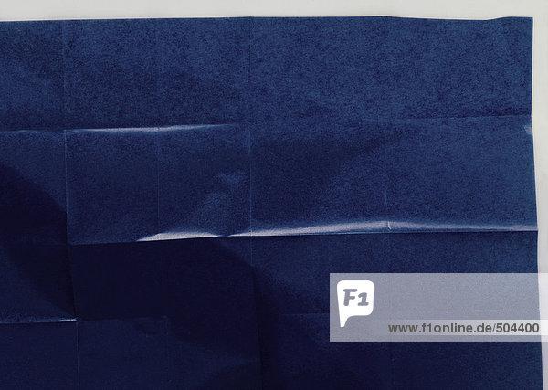 Gefaltetes blaues Seidenpapier  Nahaufnahme
