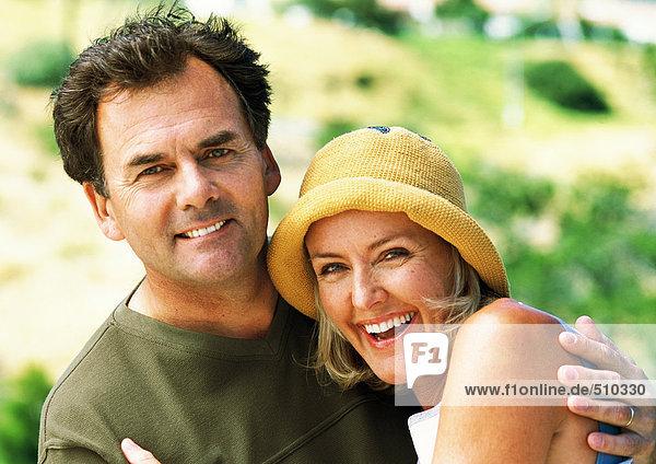 Erwachsener Mann und Frau lächelnd  Porträt
