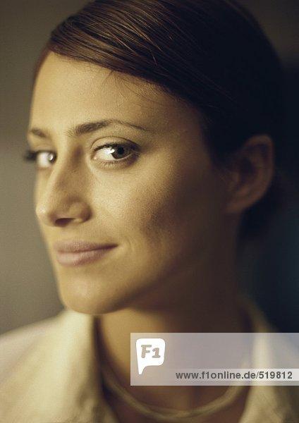 Frau lächelnd  Porträt