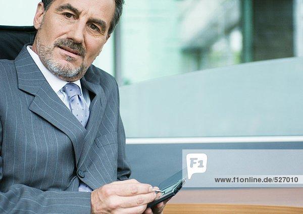 Geschäftsmann mit PDA