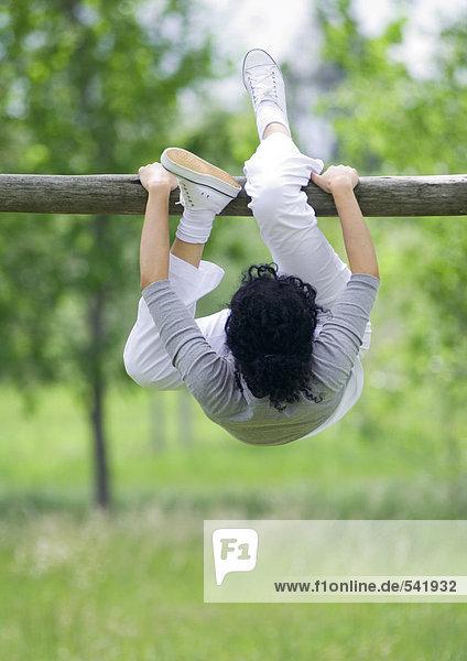 junge Frau junge Frauen hängen Querformat