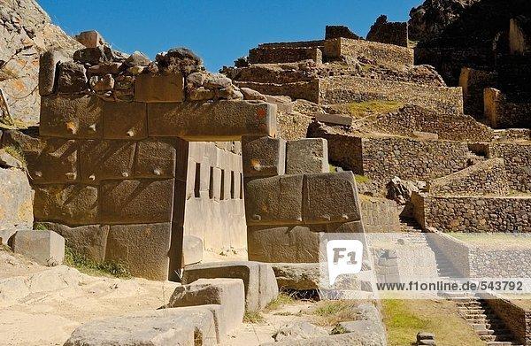 Alte Ruinen im Tal  Ollantaytambo  Urubamba Provinz  Region Cusco  Peru