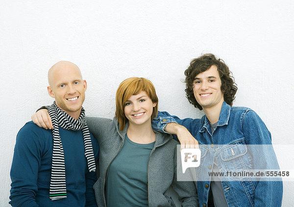 Drei junge erwachsene Freunde  Portrait