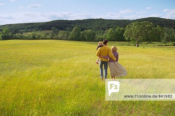 Familie in gelben Feld