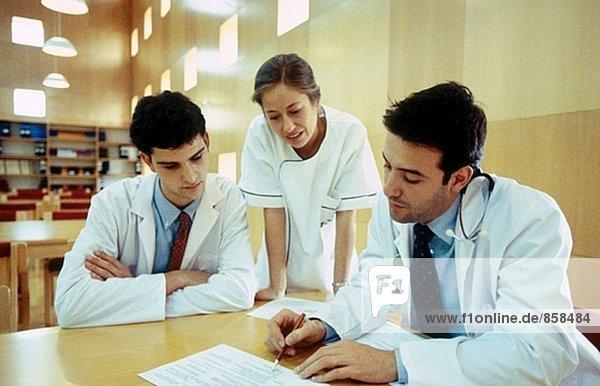 Treffen der Ärzte im Krankenhaus-Bibliothek