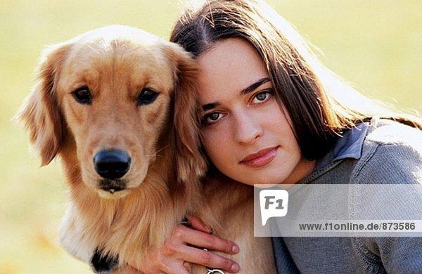 Frau und Hund.