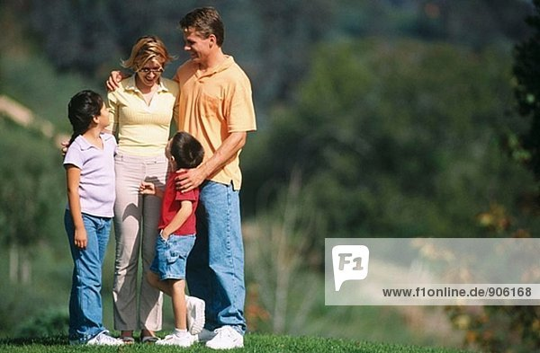 Familie aus spazieren