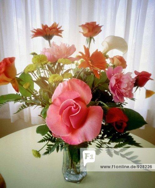Pinhole Kamera Blick auf Rosen in vase