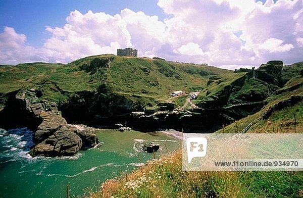 Gesamtansicht der Burg Tintagel in Cornwall. GROßBRITANNIEN