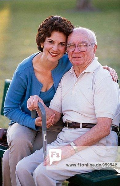 Senior und seine Tochter im park