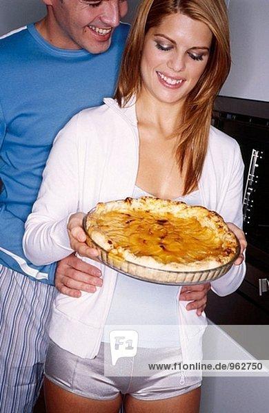 Paar mit Apfelkuchen
