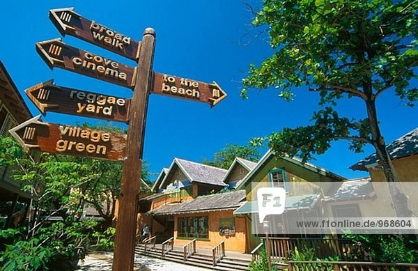 Island Village  dem jüngsten Einkaufsviertel in Ocho Rios  Jamaika