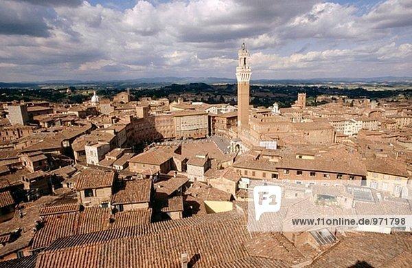 Skyline mit Mangia Turm. Piazza del Campo. Siena. Toskana. Italien