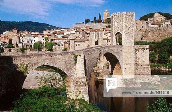 Romanische Brücke. Besalú. Garrotxa. Provinz Girona. Catalonia. Spanien.
