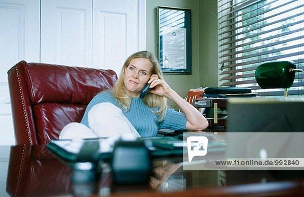 Frau im home-office Heimarbeitsplatz