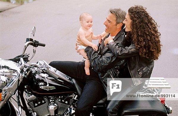 Biker-Paar mit baby