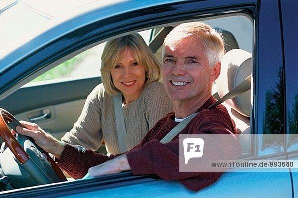 Paar in einem Auto
