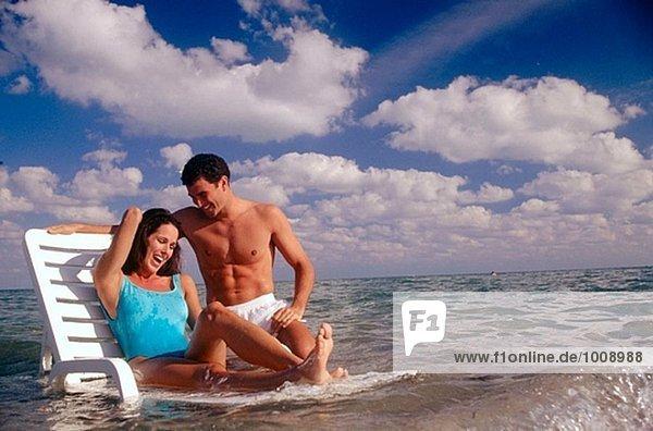 Paar am Ozean