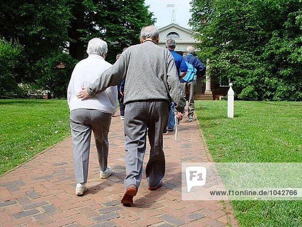 Ältere Menschen Paar auf Tour in Monticello  Thomas Jefferson´s Home. Virginia. USA
