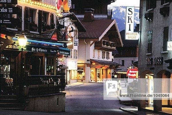 Frankreich Nacht Alpen Megeve Savoie Innenstadt