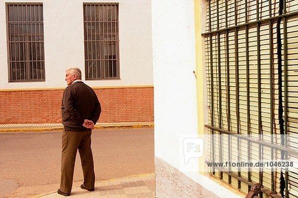 älterer Mann. Villamanrique. Sevilla-Provinz. Spanien