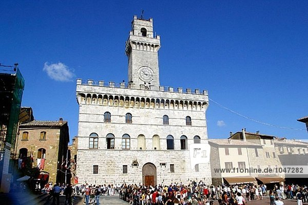 Rathaus in Hauptplatz während Bravìo Delle Botti. Montepulciano  Toskana. Italien