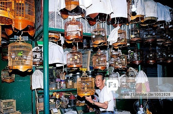 Hersteller und Käfige bei Vogelmarkt. Kowloon  Hong Kong. China