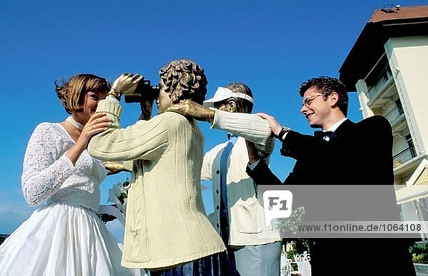 Macht Spaß mit Skulpturen. Hochzeit in Le Mirador Luxushotel. Vevey. Schweiz
