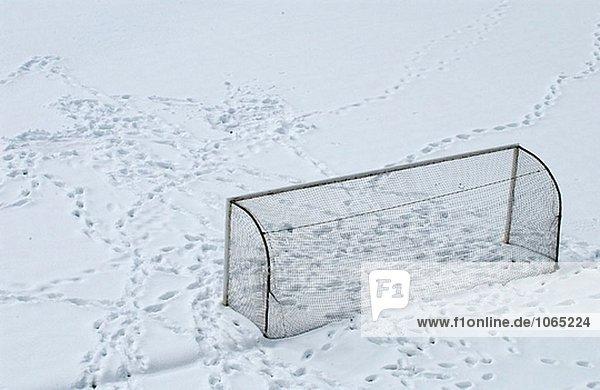 Schneebedeckte Fußballfeld. Legazpi. Guipúzcoa  Spanien