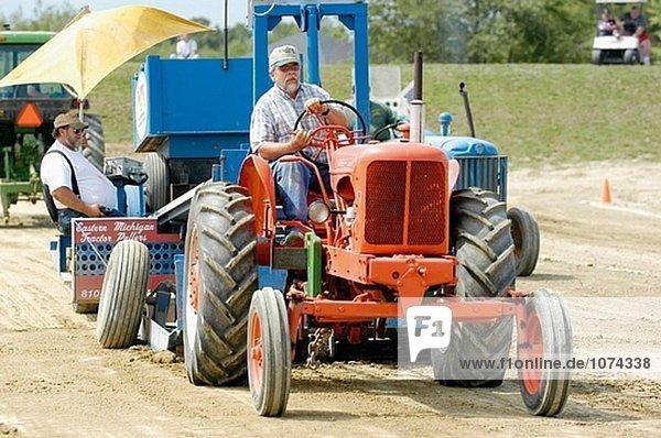Landwirte Teilnahme Traktor Pull Gewinnspiel