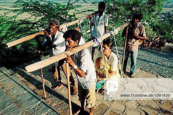 Wallfahrt nach Palitana  Jain Tempel auf heiligen Hügel. Gujarat  Indien