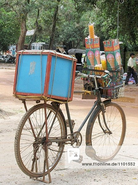 Eis-Candy auf Fahrrad. Kerala. Indien
