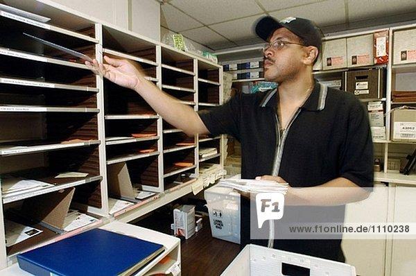 Mailroom sortieren.