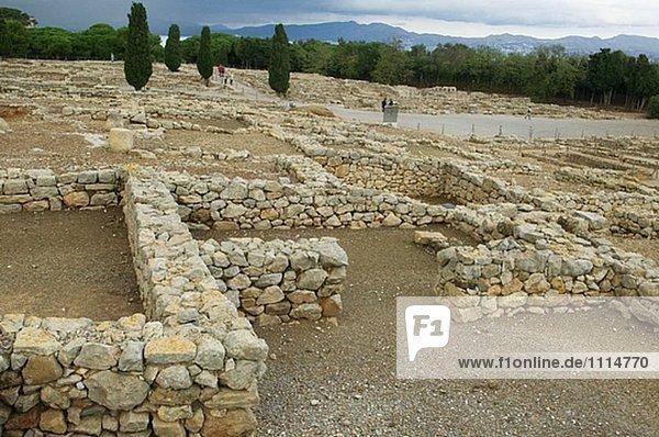 Großstadt Ruine Hintergrund Quadrat Quadrate quadratisch quadratisches quadratischer öffentlicher Ort Griechenland Katalonien Girona griechisch alt römisch Spanien