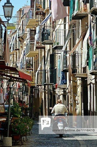 klein Straße Cefalu Italien Sizilien