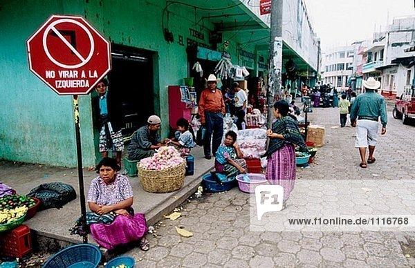 Traditionelle kleine Stadt von Santiago Atitlán am Atitlán-See. Meist bevölkert mit Tzutuhil und Cackchiquels Indianer. Guatemala.