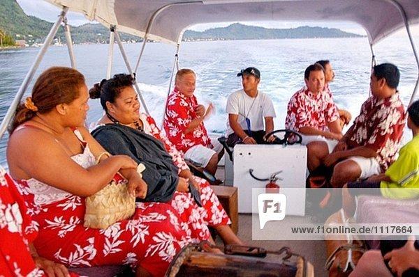 Kreuzfahrt auf den Luxus 30 Hütten Yacht Tia Moana . Leeward-Inseln. Französisch-Polynesien. South Pacific.