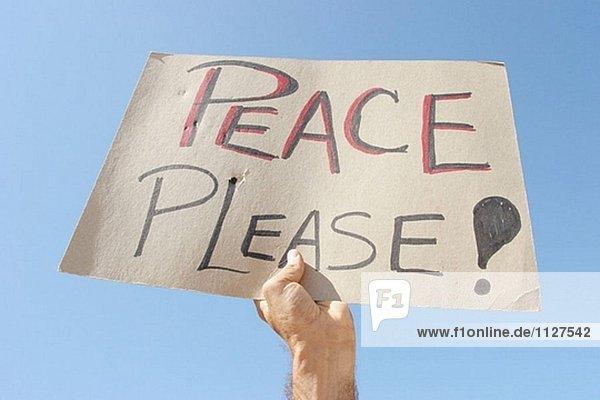 Anti-Irak Krieg Protest  anti-George W. Bush. Schilder  Banner und Nachrichten. Biscayne Boulevard. Bayfront Park. Miami. Florida. USA. Anti-Irak Krieg Protest, anti-George W. Bush. Schilder, Banner und Nachrichten. Biscayne Boulevard. Bayfront Park. Miami. Florida. USA.